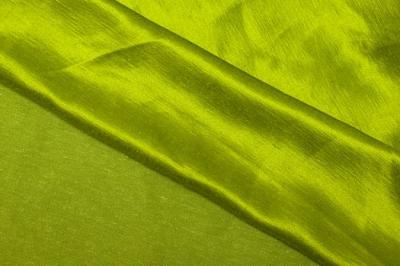 Натуральная шелковая ткань анисового цвета
