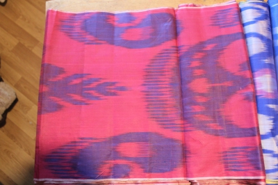 Синий и фуксии на шелковом полотне